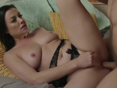 Hot For Mom With Sovereign Syre
